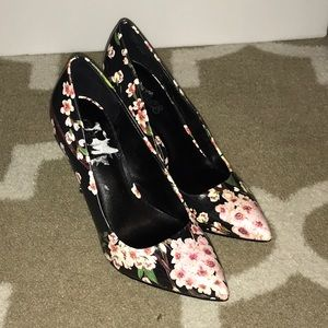 Carlos Pink Flower Pumps